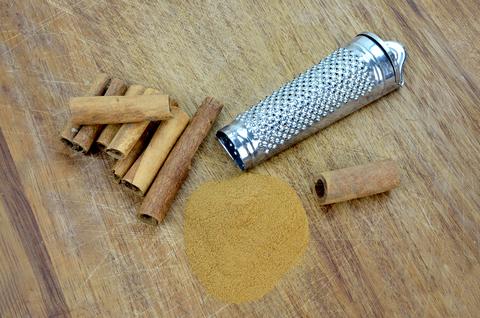 Cinnamon Essential Oil (Cinnamomum Zeylanicum)