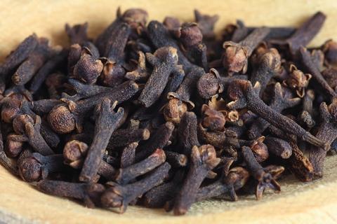 Clove Essential Oil (Syzygium Aromaticum)
